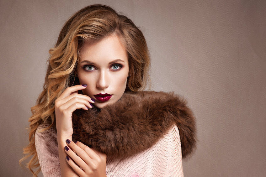 woman fur coat fashion_45089941